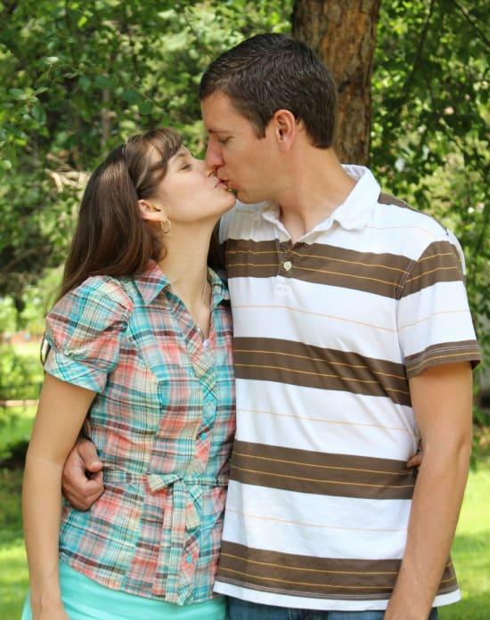 sean and caroling kissing