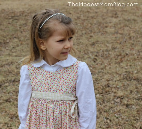 Sweet little girl's outfit | themodestmomblog.com
