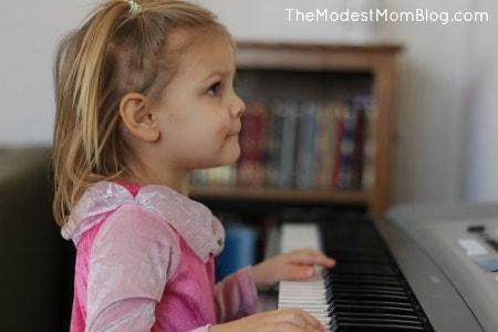 Raising little girls to be modest | themodestmomblog.com