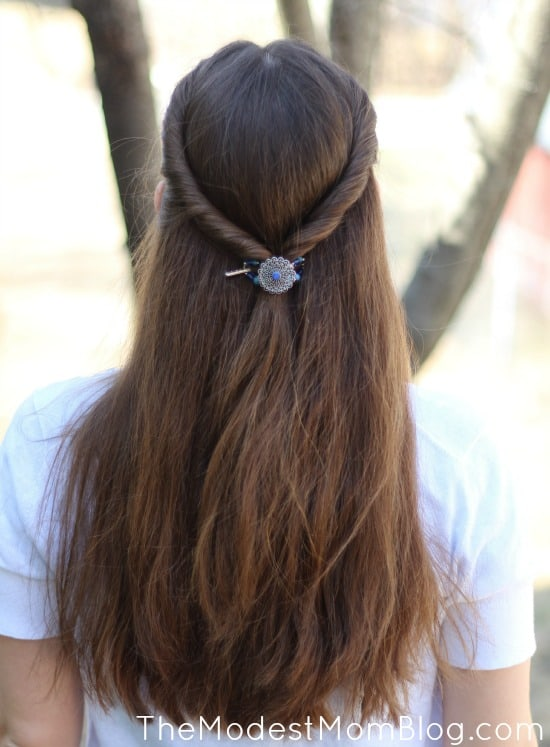 Hues Of Blue Flexi Clip makes an easy hairstyle! | themodestmomblog.com