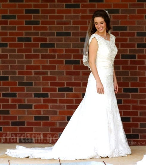 I loved Jill Duggar's wedding dress! Such a romantic looking dress.