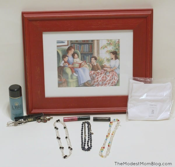 My Favorite Things Stocking Stuffer Giveaway! Come enter to win a beautiful art print, L'BRI pure and natural skincare and makeup, Lilla Rose flexi clips, Halftee tank,  Usborne Child's book,  ABC Say it With Me DVD, and Red Raspberry Tea!