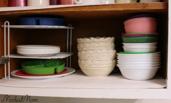 When you have a small kitchen it's best to keep your dishes to a minimum.