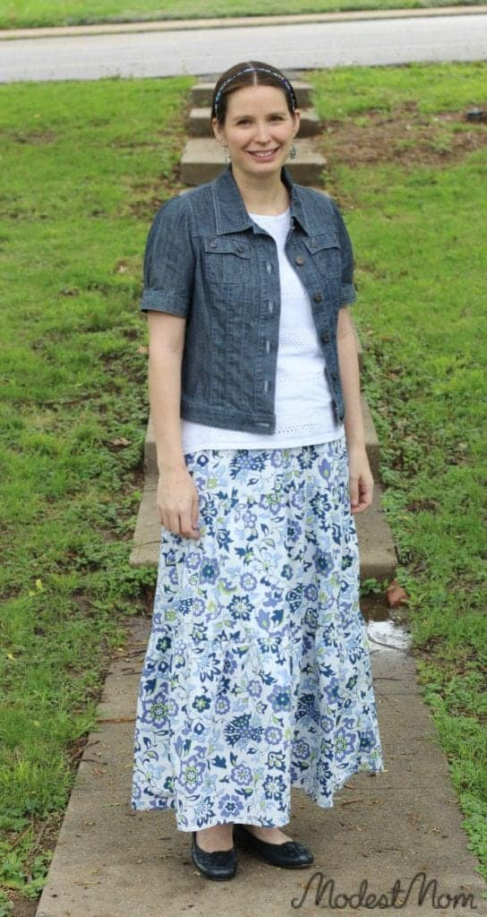 A good outfit for this postpartum mom! #ModestMonday