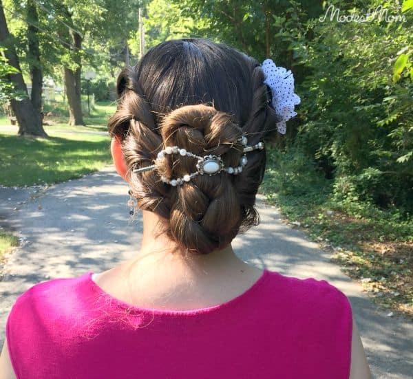 Braided hair with an XL flexi clip
