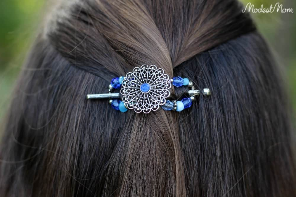 The Hues of Blue is a beautiful flexi clip! This X-Small clip works for almost any hair type!