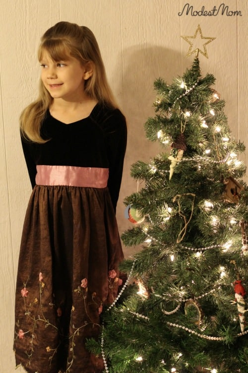 A modest, pretty dress for a young girl!