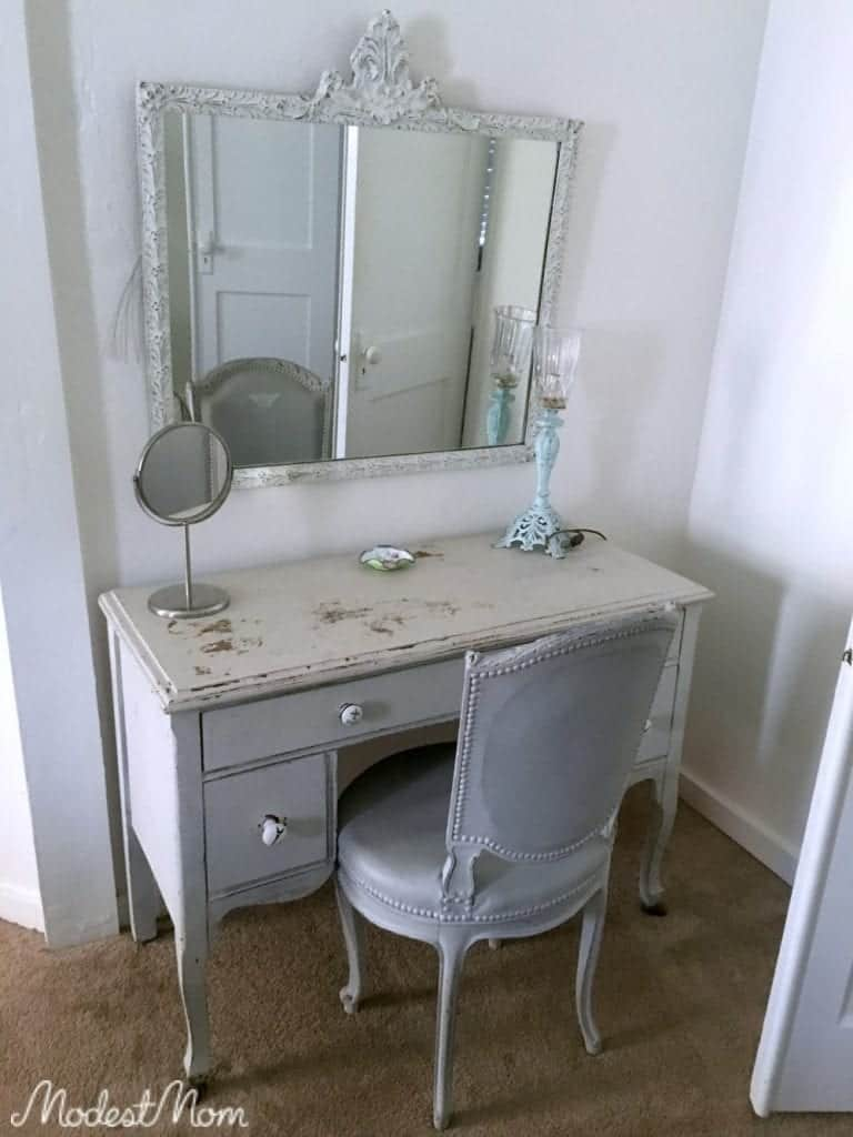 A lovely distressed looking desk that worked as an office, or to put makeup on in the morning!